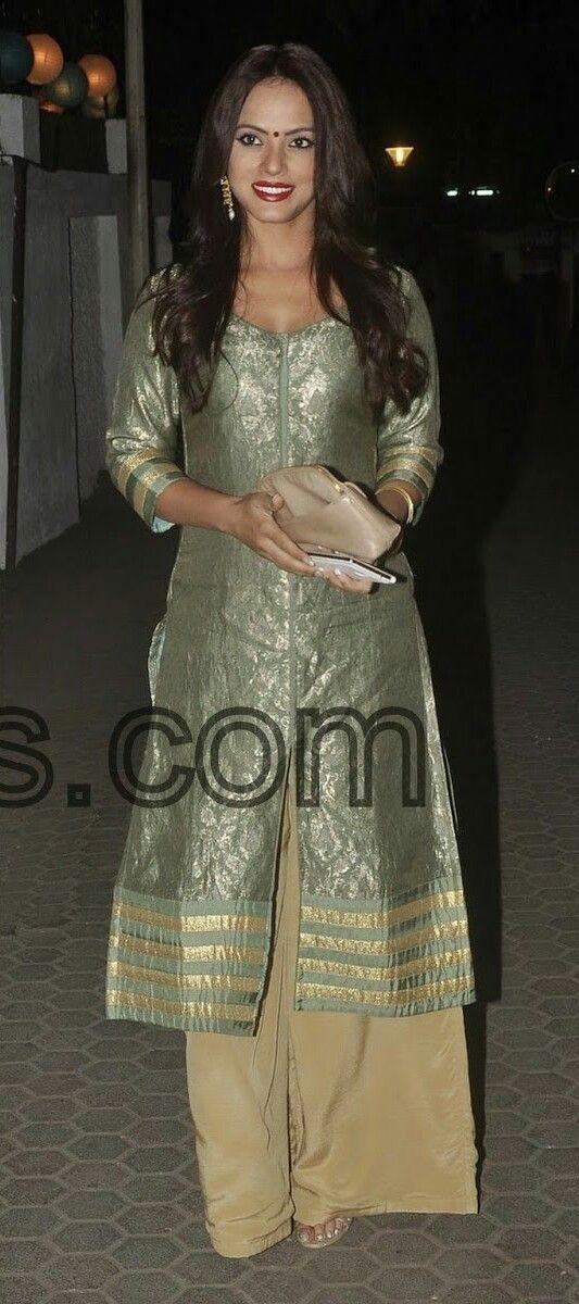Raima Sen in beautiful green designer traditional 3/4th sleeves salwar suit.