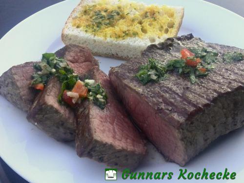 Rinderhüftsteak mit Chimichurri und Steakbrot
