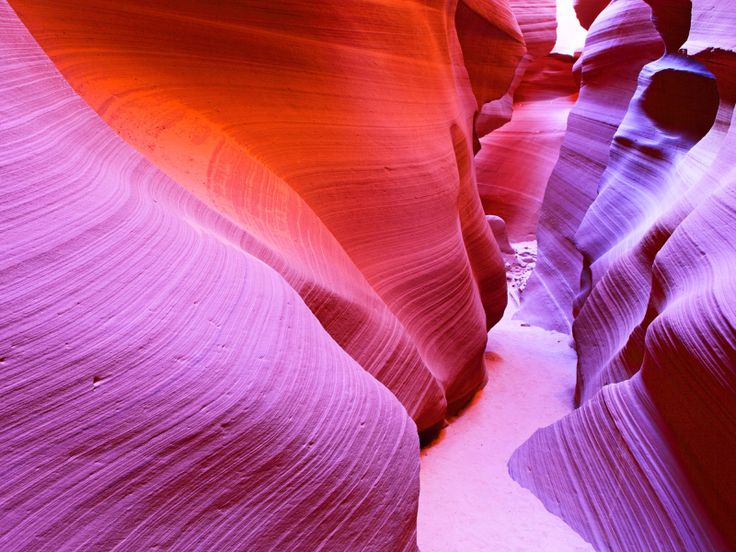 Click here to learn more about Antelope Canyon » - Shutterstock/Manamana