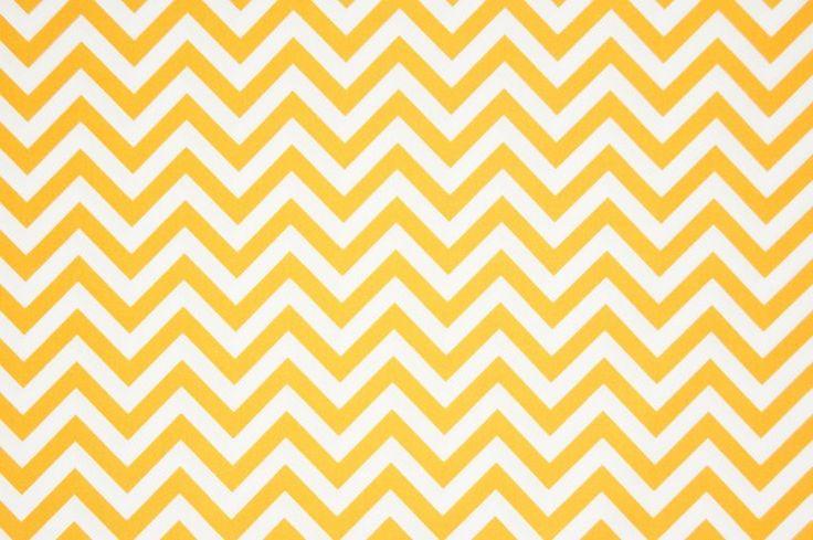 Soepele katoenen poplin met gele chevron print uit de collectie van Qjutie. Materiaal: 100% Katoen. Stofbreedte: ca. 145 cm. Gewicht: 110 g/m2.
