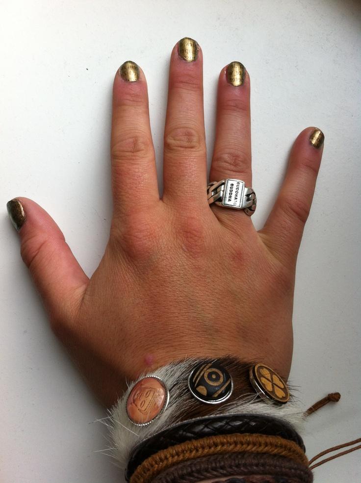 Metallic gouden nagels met kranten look...