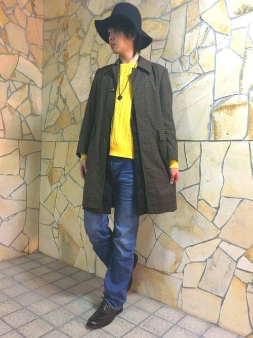 インパクトのある黄色のニットにロングベストを着てステンカラーコートを羽織りました。 【ブランド】 ハ