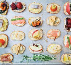 Десять изумительных  идей для мини-закусок.У нас есть для вас 10 интересных идей для мини-закусок к любой домашней вечеринке. Их можно сделать сладкими, можно солеными. Можно менять ингредиенты на свой вкус. Смотрите и вдохновляйтесь!