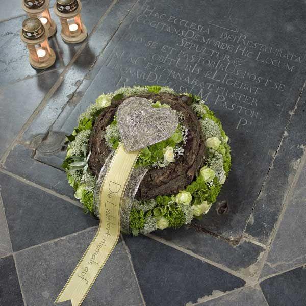 Die besten 25 Trauerfloristik Ideen auf Pinterest  Urnengrab Grabgestaltung allerheiligen und