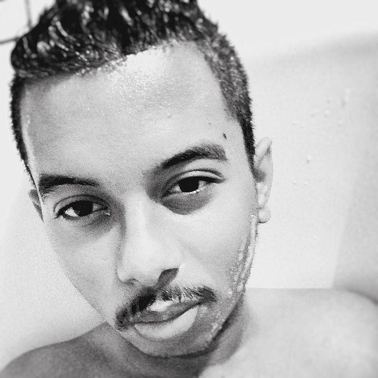 Nouvelle #semaine qui s'annonce  #lundi #974 #974island #lareunion #france #bain #douche #shower #team974 #noiretblanc #blackandwhite #blackandwhitephotography #boy #men #man #homme #metisse #international #haveagoodday #french #frenchboy #lovelife #frenchman  by nicko_khun
