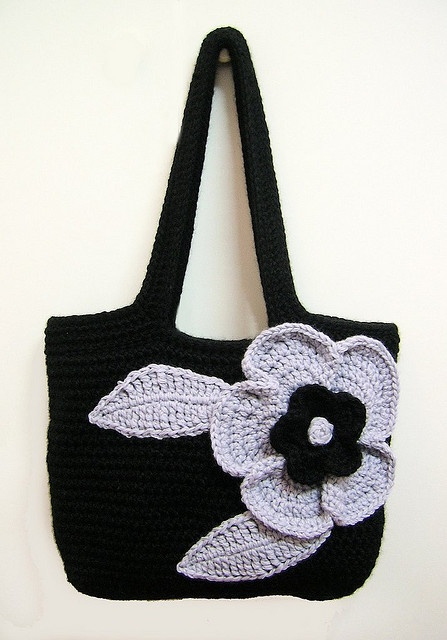 Add a pretty #crochet flower to your bag: Inspiration!