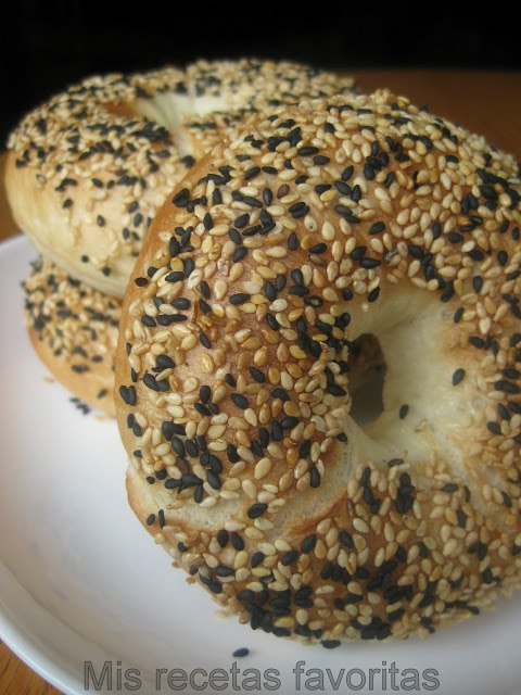 Mis recetas favoritas: Bagels | Come to Bagels and Bites Cafe in Brighton, MI for all of your bagel and coffee needs! Feel free to call (810) 220-2333 or visit our website www.bagelsandbites.com for more information!