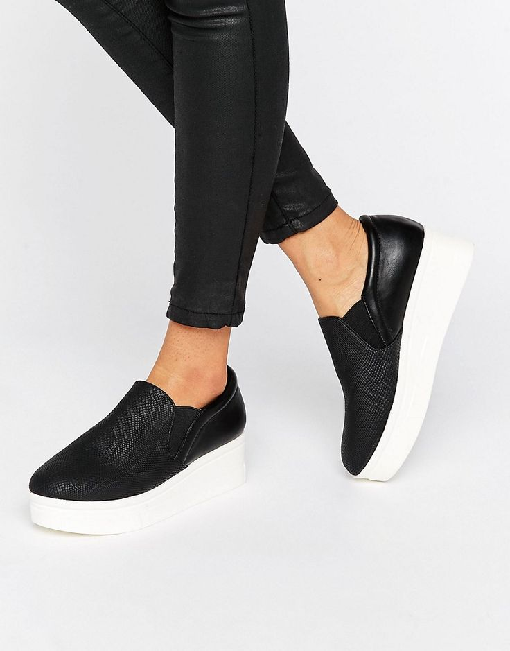 ¡Cómpralo ya!. Zapatillas sin cierres de efecto cuero con plataforma plana de New Look. Zapatillas de deporte de New Look, Exterior de efecto piel con diseño texturizado, Diseño sin cierres, Aplicaciones elásticas, Suela tipo cuña, Limpiar con un paño húmedo. Transformando los looks más cool de las pasarelas en básicos que puedes añadir a tu fondo de armario, New Look se une a las geniales marcas urbanas británicas de ASOS. Hazte con sus estilos o te arrepentirás de no tener sus ...