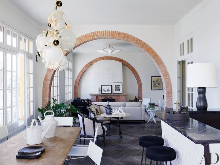 Lindsey Adelman Ceiling Light Rose Uniacke Dining Table Gae Aulenti Chairs Christian Liaigre