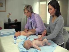 Die Pups-Massage. Bei Verdauungsproblemen und Blähungen helfen die richtigen Handgriffe, Pupse zu lösen. Dieser kurze Film wurde in Zusammenarbeit mit der Deutschen Gesellschaft für Baby- und Kindermassage e.V. produziert und zeigt Ihnen Schritt für Schritt, wie es geht. #Baby #Kindergesundheit #Gesundheit