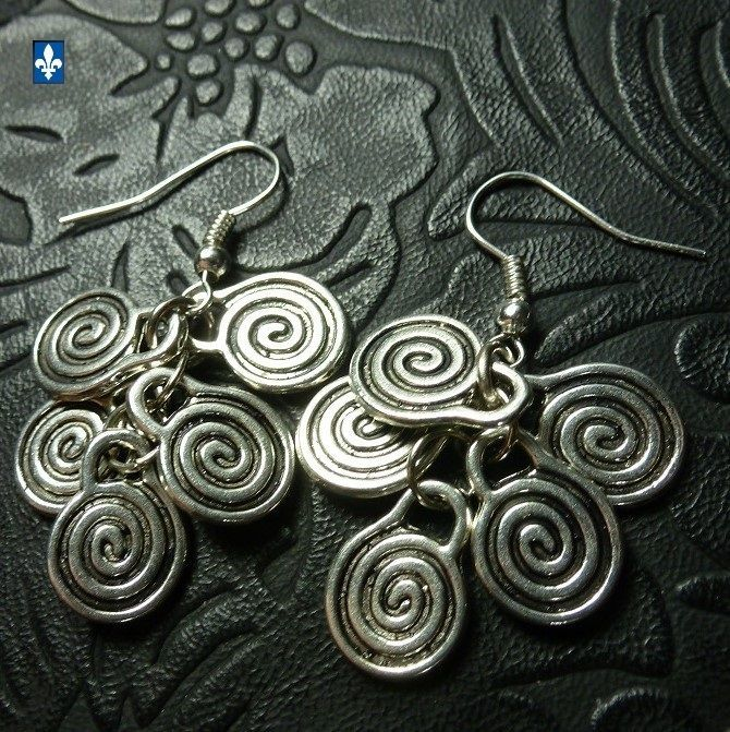 ♥ EASY SHIP TO USA  Very Pretty Plated Silver Spiral Cluster Earrings