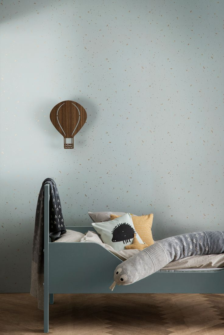 A decorative and fanciful air balloon lamp from Ferm Living gives both light and a cozy atmosphere to the nursery room. Let the little ones read, play and dream their big dreams under Ferm Living's air balloon lamp.