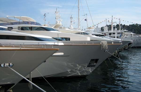 Charter yachts at a Boat Show. Charter Yacht and Boat Insurance from WR Hodgens Marine Insurance. #Bestflins