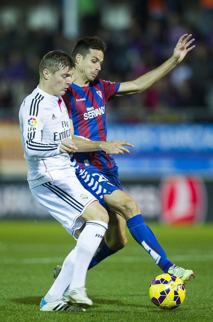 Toni Kroos of Real Madrid duels for the ball with Manu del Moral of SD Eibar during the La Liga match between SD Eibar and Real Madrid CF at Ipurua Municipal Stadium on November 22, 2014 in Eibar, Spain.