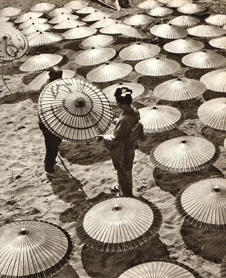 Geisha choosing a parasol, 1946 by Horace Bristol