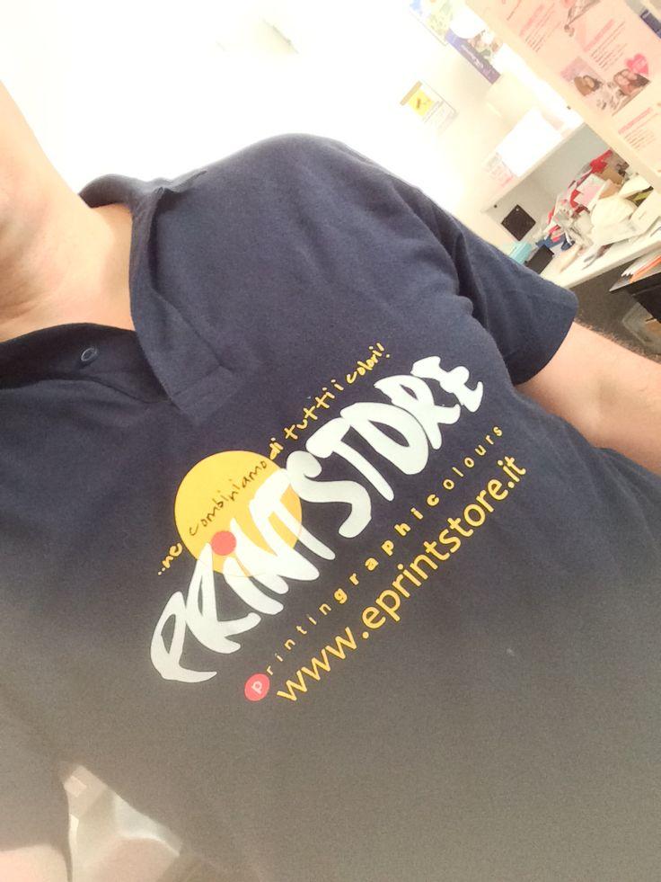 Stampe e ricamo T-shirt, polo e abiti da lavoro....Stampiamo con trasfert a stampa laser, con vinile termosaldabile a trasferimento termico, ricamo con macchina Amaya Bravo
