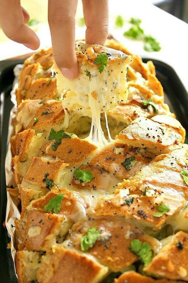 Cheesy garlic bread .