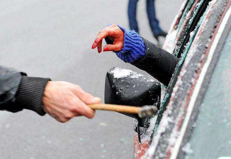 Happening/ street art - Piotra Krajewskiego - Zaostrzyć kary dla pijanych kierowców. Zdjęcia: Marcin Wziontek Photography http://artimperium.pl/wiadomosci/pokaz/124,happening-street-art-piotra-krajewskiego-zaostrzyc-kary-dla-pijanych-kierowcow#.UthhoBB5OSo