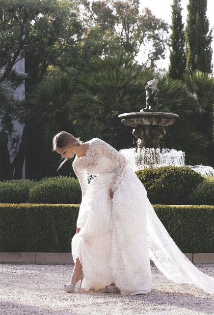 Daily Cup of Couture: C Weddings - long sleeved wedding dress