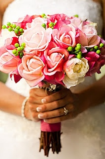 This website is FAKE wedding bouquets!  I seriously can't tell the difference.  Thinking this might be an option for my destination wedding...