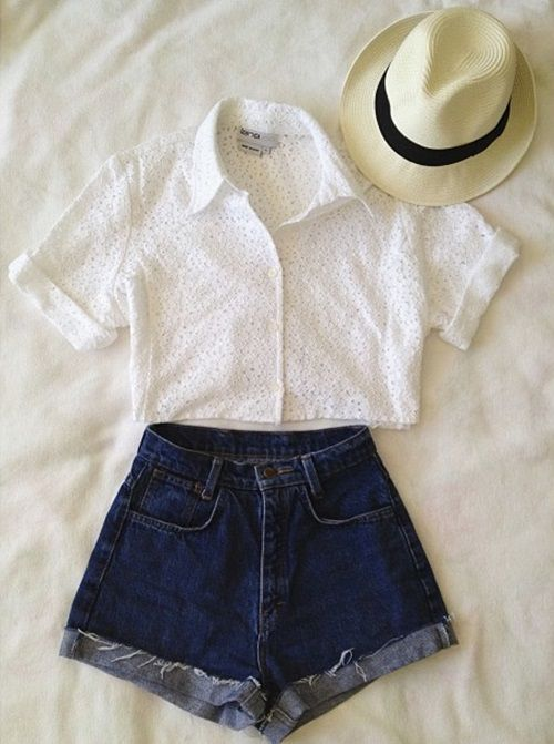 this is so adorable for a stroll in the park or a nice picnic with the boyfriend!! :) -Casey