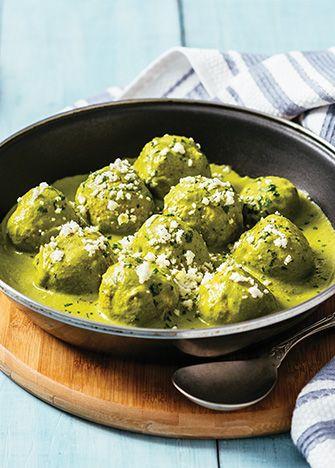 Receta de albóndigas de pollo con salsa de poblano. Esta receta es una maravilla, perfecta para preparar a la hora de la comida.