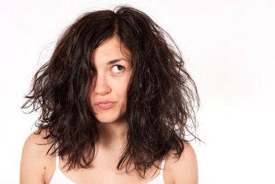 Gegen einen Bad Hair Day helfen selbstgemachte Haarmasken aus natürlichen…
