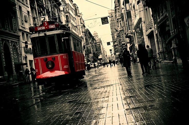 streets rain tunnel tram turkey istanbul selective coloring taksim istiklal street 1250x830 wallp_www.wall321.com_60.jpg (800×531)