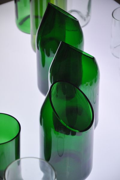 upcycled wine bottles sustainable design pinterest glas flaschen und flasche schneiden. Black Bedroom Furniture Sets. Home Design Ideas