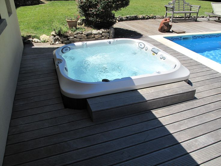 272 best images about spas jacuzzi en ext rieur on pinterest hot tub deck decks and multimedia. Black Bedroom Furniture Sets. Home Design Ideas