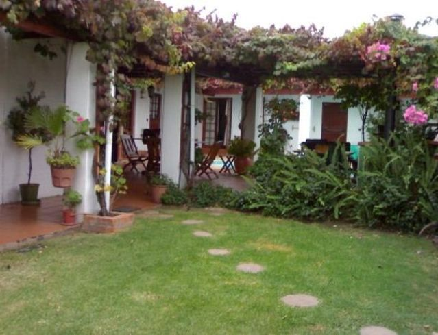 Linge Longa Bed and Breakfast - Linge Longa Bed and Breakfast offers comfortable, upmarket bed and breakfast accommodation in the quiet town of Worcester.  It is ideal for couples and business travellers to the area.  Each room has its ... #weekendgetaways #worcester #southafrica