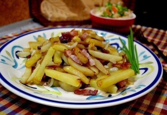 Ароматная картошка с луком и беконом