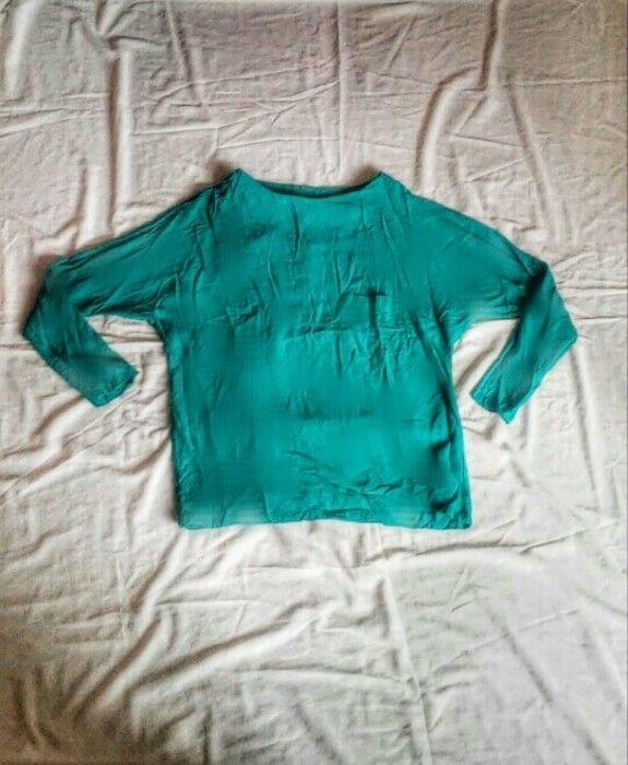 Koszulowa bluzka z kieszonka z tylu guziki mgielka