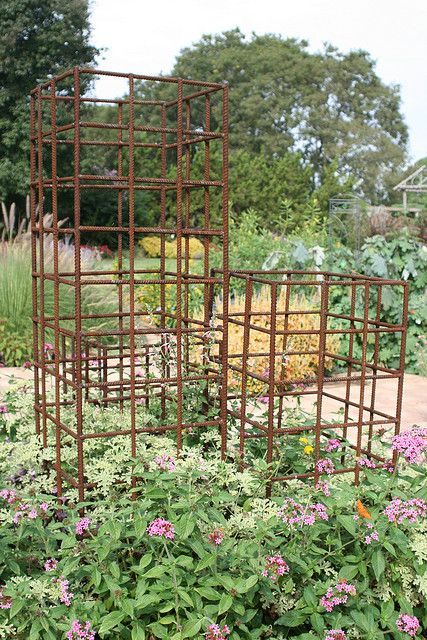 rebar trellis--- @Mandy Bryant Bryant Wright will you have Dustin ship some of these down to Texas? :)