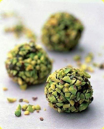 Tartufi ai pistacchi con cioccolato fondente. Ingredienti: per 8 persone 120 g…