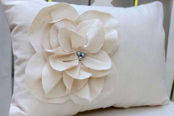 Shabby Chic Pillows Diy : DIY Floral Pillows For the Home Pinterest Shabby chic, Floral pillows and Shabby