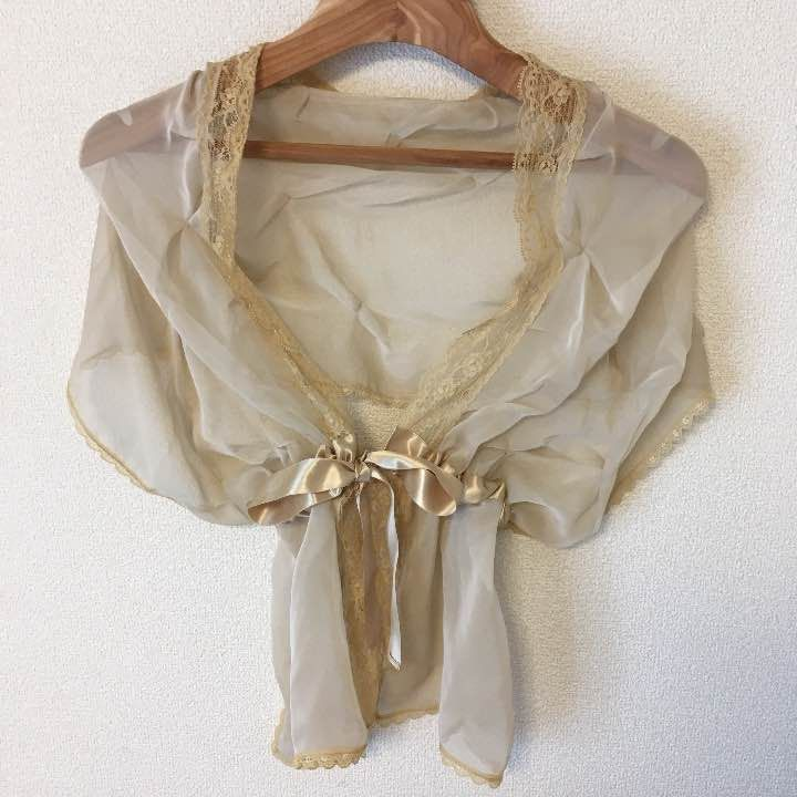 値下げしました! 結婚式などで、ブラックドレスの上から羽織っていました。 後ろ側に少しシミがあります。(写真4枚目)  リボンを引っ張って調節できます。  自宅保管でしたので、中古品であることをご理解頂ける方でよろしくお願い致します。  結婚式  羽織物 パーティー フォーマル    united arrows ships beams イエナ プラージュ plage アーバンリサーチ トゥモローランド BEAMS ZARA Auief グローバルワーク スタジオクリップ アースミュージック&エコロジー ニコアンド ロペピクニック ユナイテッドアローズ  スピック&スパン ユナイテッドアローズ ビューティ&ユース アメリカーナ ニーム ミラオーウェン トラディショナルウェザーウェア ドゥーズィエムクラス アダムエロペ