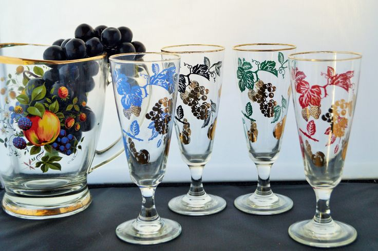 Four vintage retro 1950s short stemmed wine glasses decorated with fruit, leaves and gold grapes. So fabulous and so kitsch! Party time!! by Alexsprettyvintage on Etsy