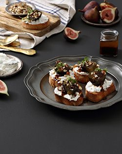 Nataniël's delicious fig preserve canapé is a dinner party winner! #dinnerparty #food #yummy #eatwell