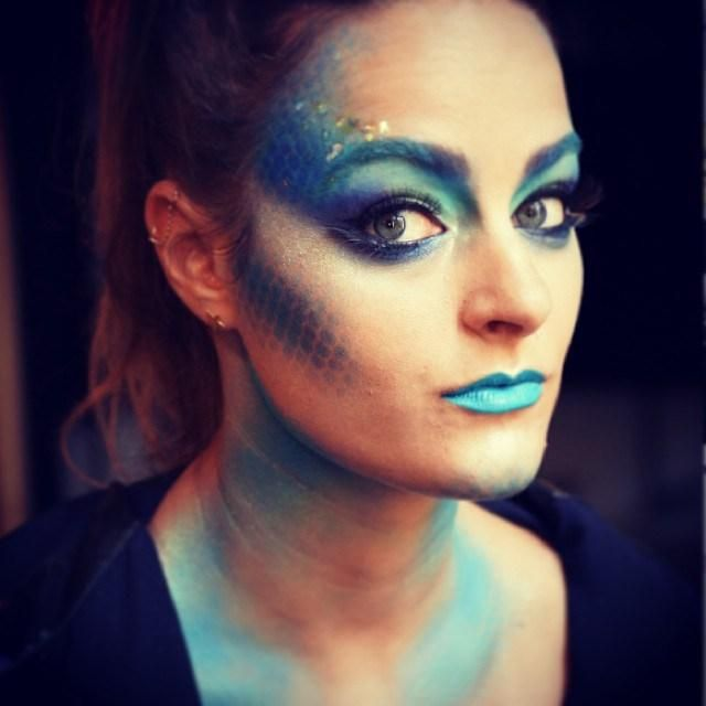 8 pretty halloween makeup ideas - use fishnet stockings and green makeup for this mermaid look
