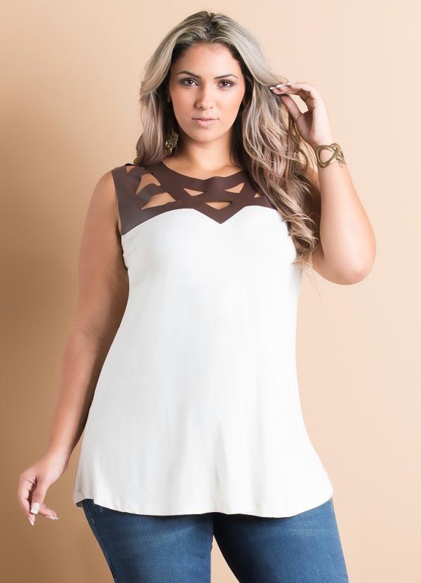 Blusa Off-White Recortes em Courino Plus Size - Quintess Mais