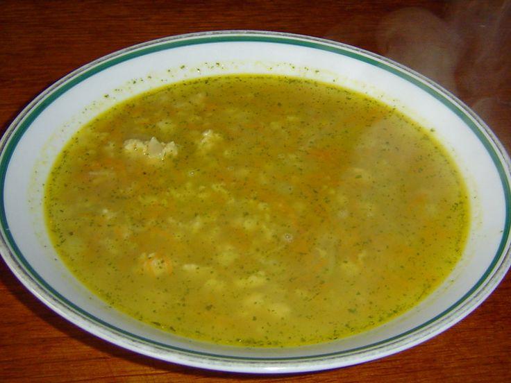 Recepty na rychlé, levné a jednoduché polévky. Přiznejme si: Oběd bez polévky je takový nijaký, když přímo nechceme citovat rčení