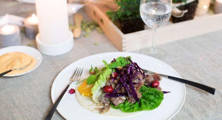 Revet pinnekjøtt med rødkålsalat og søtpotetaioli