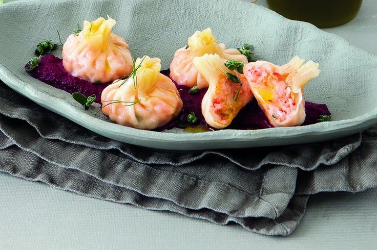 Ravioli ai gamberi con emulsione di barbabietola
