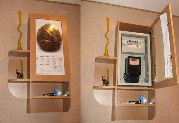 Электрический счетчик скрытый внутри небольшой настенной полки
