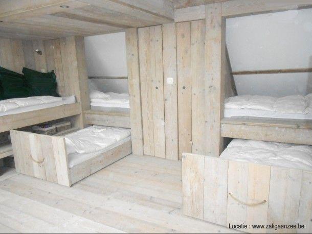 slaapzolder met plaats voor 8 kids of volwassenen in oergezellige beddenbakken uit steigerhout. Door zaligaanzeee