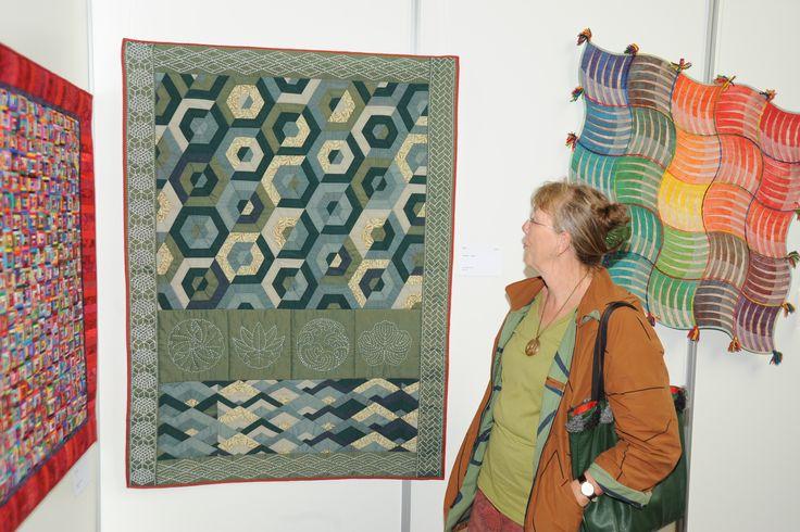 Van Japanse stof in Japans motief, op de tentoonstelling in Deventer.