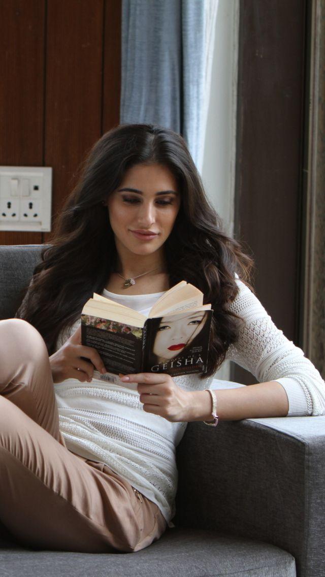 Nargis Fakhri Bollywood Actress Wallpaper for iPhone 5