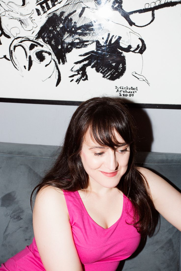 "Mara Wilson: The Coolest Girl To Ever Dump Hollywood #refinery29  http://www.refinery29.com/2014/09/73923/mara-wilson-what-are-you-afraid-of-robin-williams-interview#slide2  Do you have any fears you don't use as fodder for the show? ""I do have some. I've never been especially good at dating — like, going out on dates with strangers. My last two boyfriends were friends' brothers, which should tell you something. I can't really do online dating because I'm somewhat of a public figure. ..."