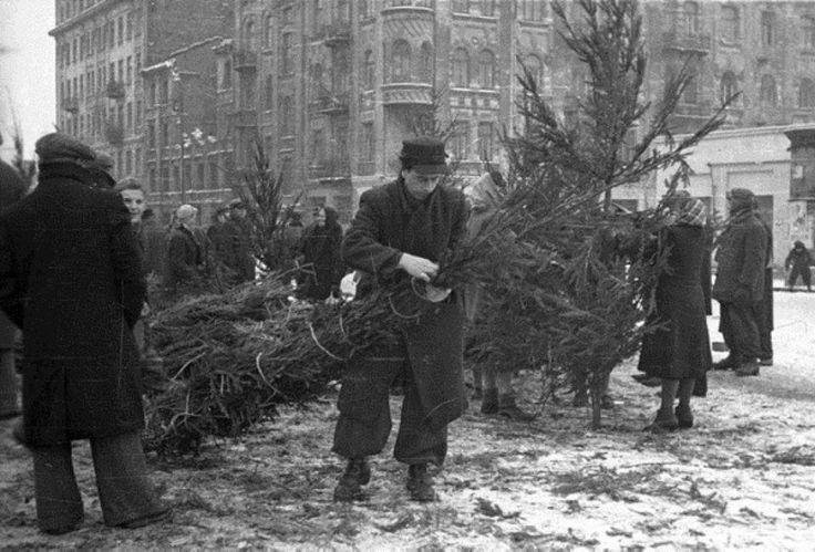 Jagiellońska obok skrzyżowania z ulicą Brukową (ob. Okrzei). fot. 1945r., źr. karta.org.pl